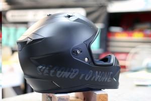ヘルメット レタリング