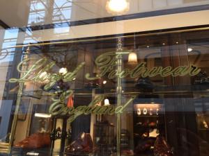 Lloyd Footwear ロイドフットウェア大阪 金箔文字 ウインドサイン
